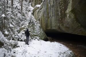riesige Halbhöhle