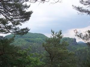 Blick vom Folgenweg zum Neuen Wildenstein